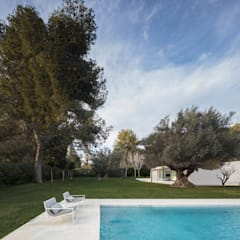 minimalistisch Zwembad door FRAN SILVESTRE ARQUITECTOS