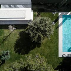 Pabellón de Invitados: Piscinas de estilo  de FRAN SILVESTRE ARQUITECTOS