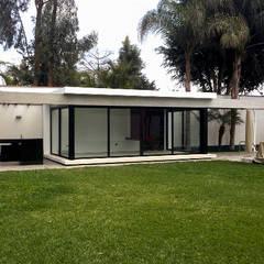 PORTICOS: Terrazas de estilo  por 2.8 I NIKOLAS BRICEÑO arquitecto
