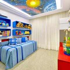 Apartamento: Quartos dos meninos  por RI Arquitetura