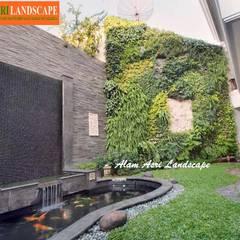 Jasa Pembuat Kolam Koi Surabaya: Kolam taman oleh Alam Asri Landscape,