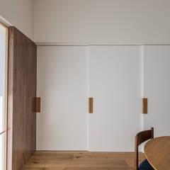 本町のいえ: 安江怜史建築設計事務所が手掛けたダイニングです。