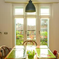 Un colore per ogni porta: Cucina in stile in stile Classico di Architetto De Pascalis Barbara - ATELIER ARCHITETTURA -