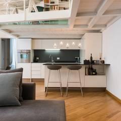 Loft zona Tortona: Cucina in stile in stile Moderno di Architetto De Pascalis Barbara - ATELIER ARCHITETTURA -