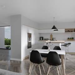 Habitação Aroeira : Cozinhas  por AES - Arquitectura Engenharia e Serviços