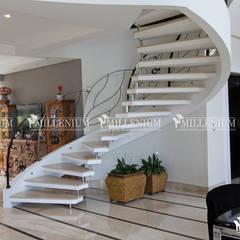 Escada Modelo Inloco com uma Viga Lateral: Escadas  por ESCADAS MILLENIUM®