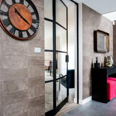 Hall d'entrée: Couloir et hall d'entrée de style  par Marie'S Home