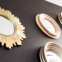 miroir soleil: Salon de style de style Classique par Marie'S Home