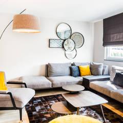 Aménagement complet d'un Rez de chaussée : Salon de style de style Classique par Marie'S Home