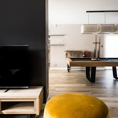 Aménagement complet d'un Rez de chaussée : Salle multimédia de style  par Marie'S Home