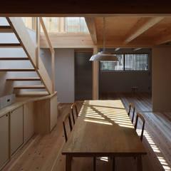 街並みの家 ラスティックデザインの ダイニング の 芦田成人建築設計事務所 ラスティック