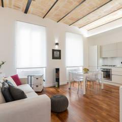 ROMA Attendolo: Soggiorno in stile  di B+P architetti