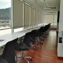 Estaciones de trabajo: Estudios y biblioteca de estilo  por Lagom Studio