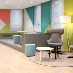 Ontmoetingsruimte & Entree:  Kantoorgebouwen door Atelier Perspective Interieurarchitectuur