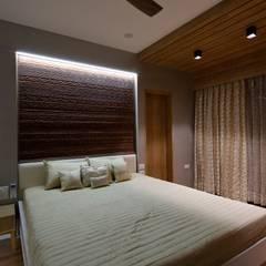 Moderne Schlafzimmer von malvigajjar Modern Massivholz Mehrfarbig