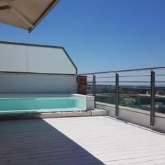 Duplex Alameda, Valencia: Terrazas de estilo  de MASR   Estudio de arquitectura