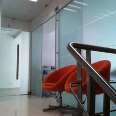Clínica Médica e Dentária - Alcochete Clínicas modernas por JMarq. arquitetura & design Moderno