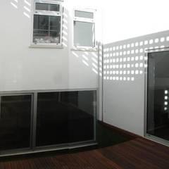Habitação Unifamiliar Telheiras - Lisboa: Terraços  por Triplinfinito arquitetura, design e vídeo Lda
