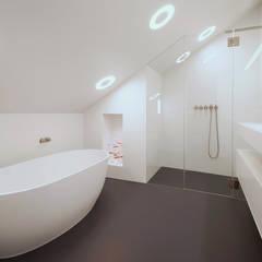PROJECT LD, SNEEK: minimalistische Badkamer door Studio Doccia