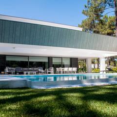 Piscines à débordement de style  par AES - Arquitectura Engenharia e Serviços