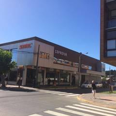 Centros Comerciales de estilo  por Riveros Bassaletti Arquitecto+asociados