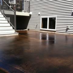 REVESTIMIENTO OXIDO CONCRETO: Terrazas  de estilo  por Decosuelos