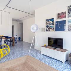 casa IM: Soggiorno in stile  di Giuseppe Iacono Architetto