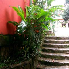 Escalier de style  par Oria Arquitetura & Construções