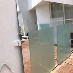 Cambio de cristales en casa : Ventanas de estilo  por Pravdamx