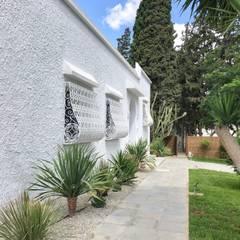: Maisons de style de style Méditerranéen par B.A-Studio