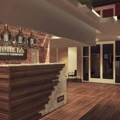 Lobby 2: Pasillos y recibidores de estilo  por TAR ARQUITECTOS