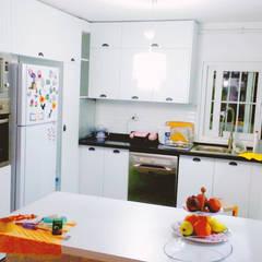 Muebles de cocinas de estilo  por Beşiktaş Mutfak