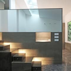 Casa mirando a los árboles: Escaleras de estilo  de MG arquitectos