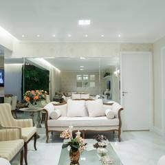 Apartamento D e D: Salas de estar clássicas por Livia Martins Arquitetura e Interiores