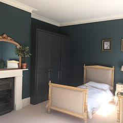 The Spare Room with 2 smart single beds:  Bedroom by Tailored Interiors Kent