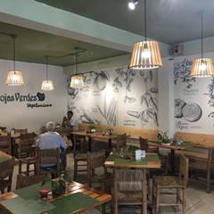 Hojas Verdes Resturante Vegetariano: Restaurantes de estilo  por Taller La Semilla