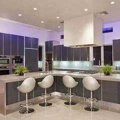 Cocina Moderna: Cocinas equipadas de estilo  por Diseño & Estilo