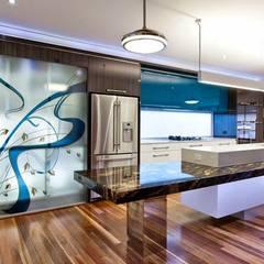 Cocina minimalista: Cocinas equipadas de estilo  por Diseño & Estilo