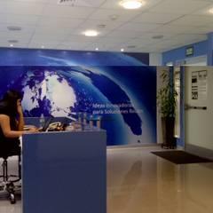 Oficina San Isidro: Oficinas de estilo moderno por RW arquitectos SAC