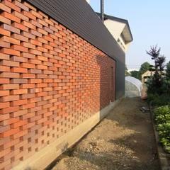 妹背牛の家: アウラ建築設計事務所が手掛けた一戸建て住宅です。