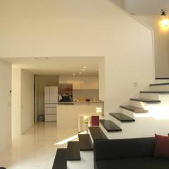 妹背牛の家: アウラ建築設計事務所が手掛けた階段です。