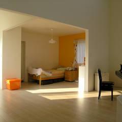 妹背牛の家: アウラ建築設計事務所が手掛けた女の子部屋です。