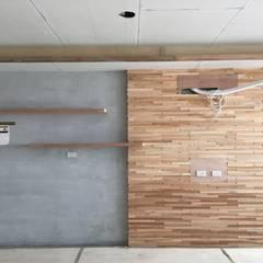 電視主牆:  臥室 by 迷藏設計