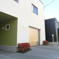 Garagens pré-fabricadas  por アウラ建築設計事務所