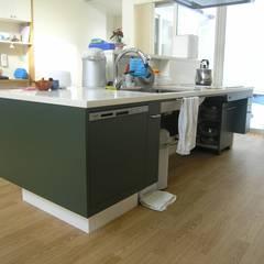 -モビリティハウスの試み-house @ fg: アウラ建築設計事務所が手掛けたキッチン収納です。