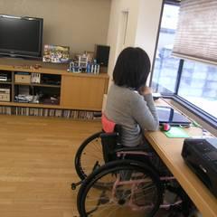 -モビリティハウスの試み-house @ fg: アウラ建築設計事務所が手掛けた書斎です。