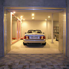 Garajes prefabricados de estilo  por アウラ建築設計事務所