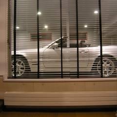 Garage prefabbricato in stile  di アウラ建築設計事務所