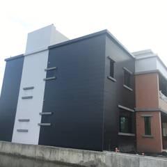 直向切割量體:  房子 by 迷藏設計