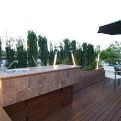 屋上: Sデザイン設計一級建築士事務所が手掛けたベランダです。